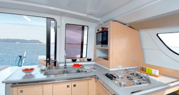 Lipari 41 Evo cuisine