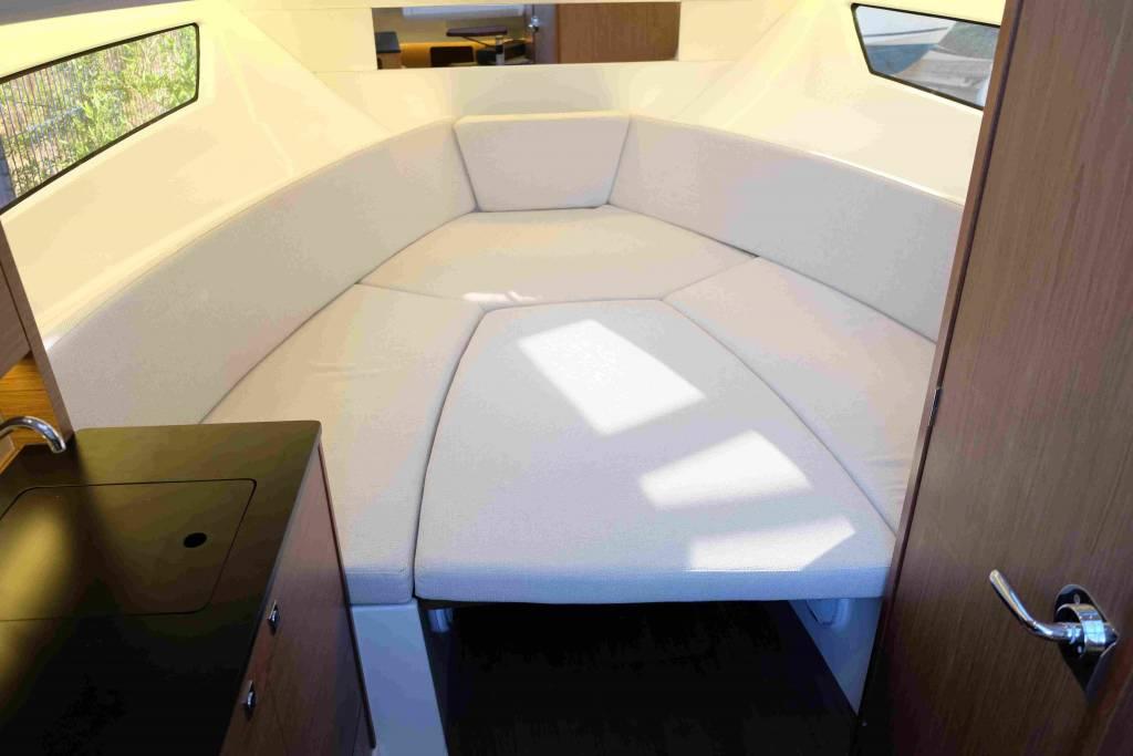 Cap Camarat 9.0 wa salon convertible en couchage double