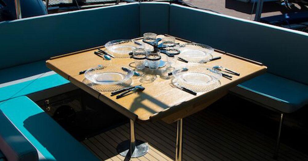 beacher-nautique-bateau-plaisance-13-table