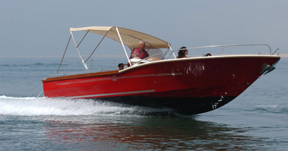 beacher-nautique-bateau-v8-open-2